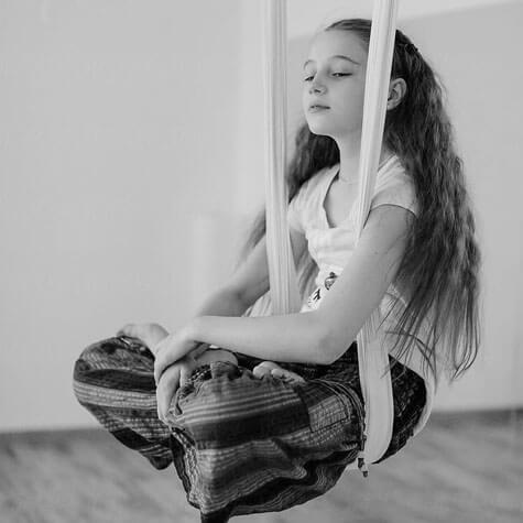 Aerial yoga børn og unge